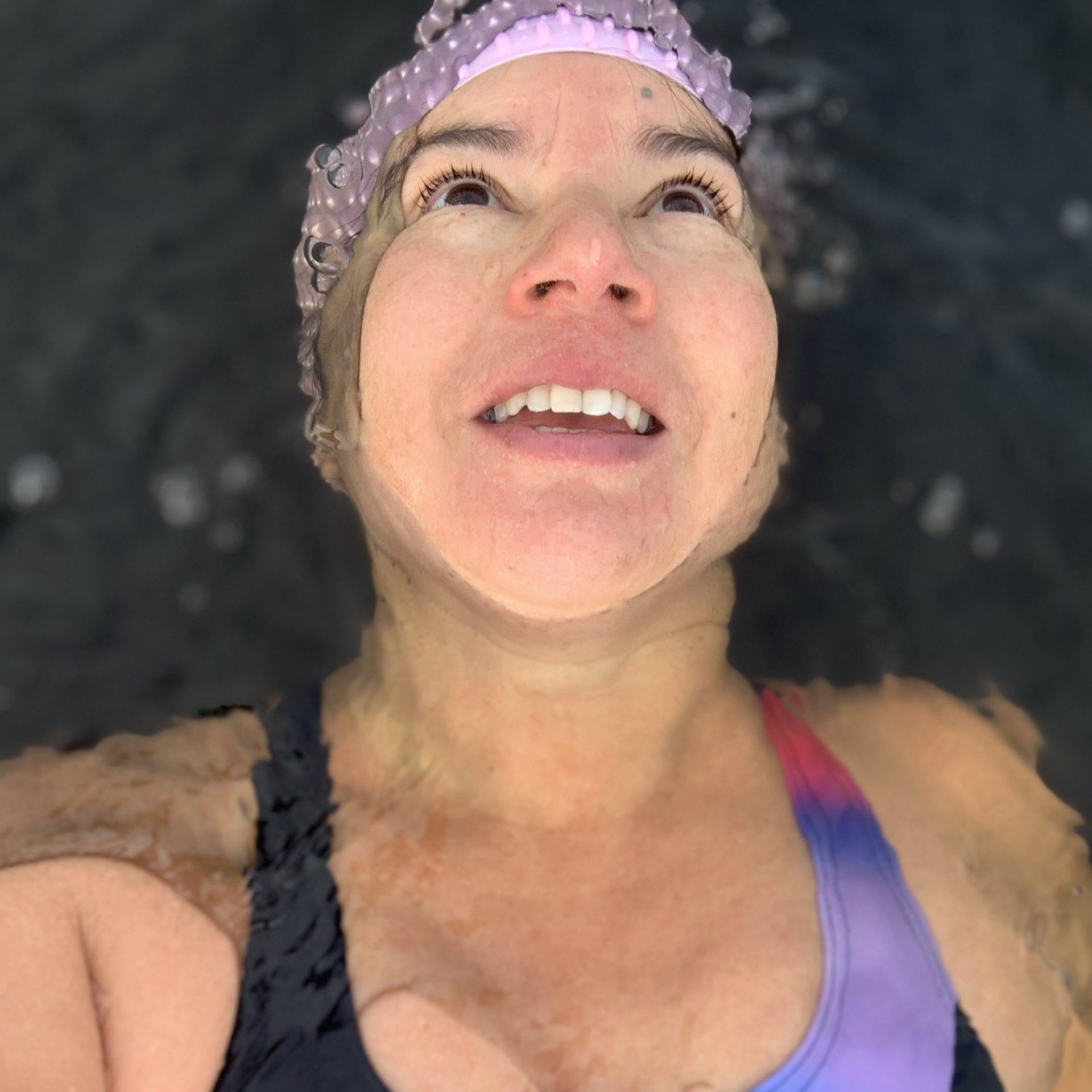 Hoe lang kun je in koud water zwemmen?